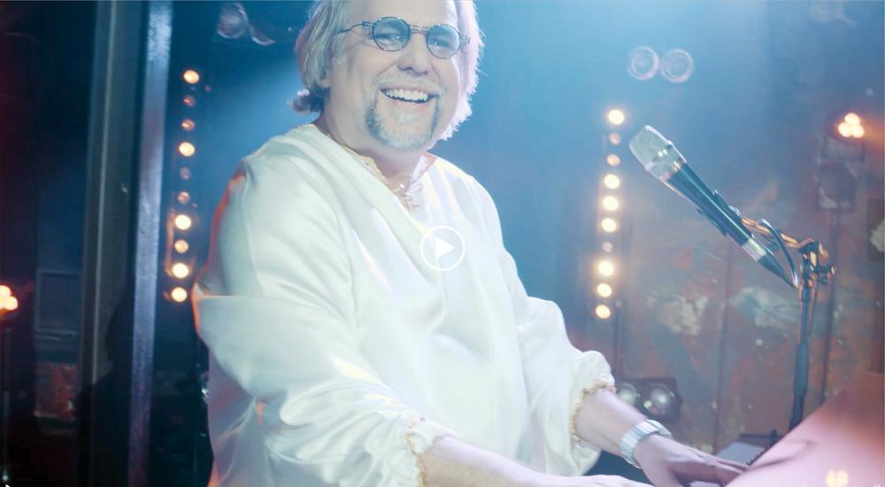 Musiker Frank Weise verkörpert Benny von ABBA